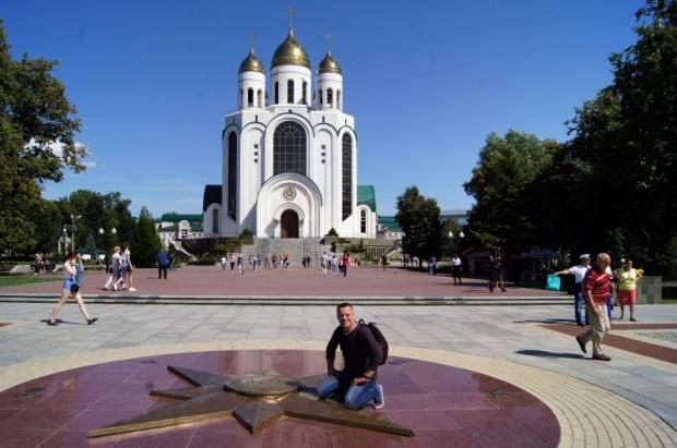 Kaļiņingradas centrālais laukums ar Kristus Glābēja iespaidīgo katedrāles kompleksu vienā malā