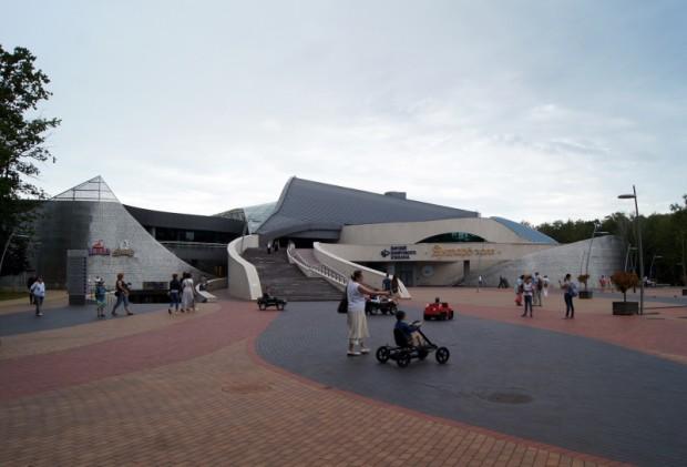 Svetlagorska visvairāk pārsteidza ar supermoderno kompleksu, kur zem viena jumta izvietots Jūrniecības muzejs, konferenču centrs un koncertzāle