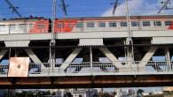 Īpašas uzmanības vērti ir stāsti par Kaļiņingradas tiltiem. Piemēram šis divstāvu tilts, kuram pa apakšu brauc mašīnas, bet pa augšu vilcieni. Vietējie lepojas, kas tas būvēts vēl no vācu uzņēmuma Krupp ražotajām metāla konstrukcijām