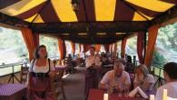 Kaļiņingradā netrūkst restorāni, un kafejnīcas, kur var garšīgi paēst un par pieņemamu cenu paēst. Šī kafejnīca ierīkota līdzās Dzintara muzejam