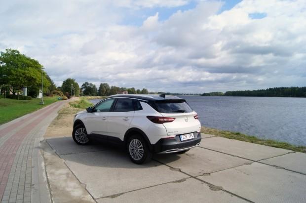 """Pļaviņu pilsētas Daugavas promenādē """"Grandland X"""" izskatās visnotaļ labi"""