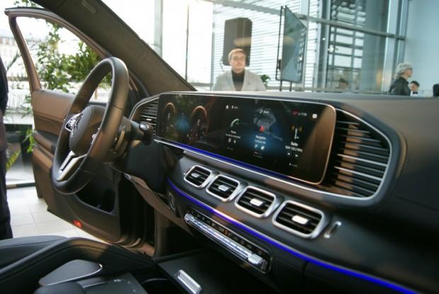 19-Mercedes-Benz GLS prezent