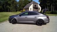 """Profilā """"Talisman"""" sedans gan vairāk izskatās pēc liftback, bet tumšie diski tam piestāv"""