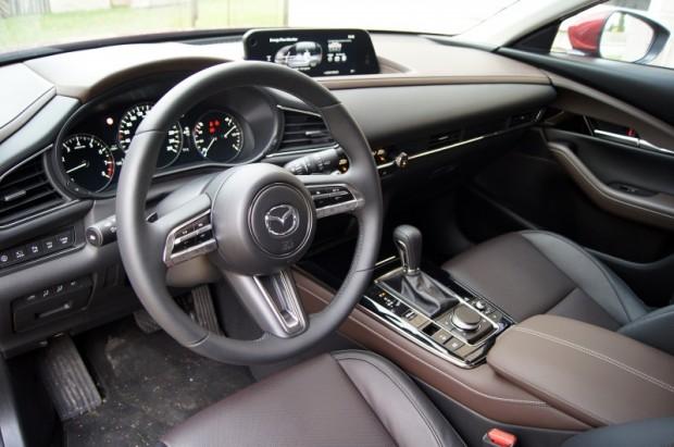 """Salons no """"Mazda3"""" uz CX-30 pārnests gandrīz viens pret vienu"""