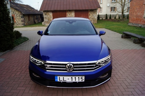 """Nereti tiek uzdots jautājums, vai ceļot """"Volkswagen"""" prestižu netiek zāģēts """"Audi"""" zars. Tomēr nez vai"""