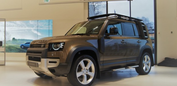 """Trešdien, 15.janvārī Rīgā, jaunajā """"Land Rover"""" un """"Jaguar"""" tirdzniecības centrā Ulmaņa gatvē 70 noritēja kardināli pārstrādātā jaunās paaudzes """"Land Rover..."""