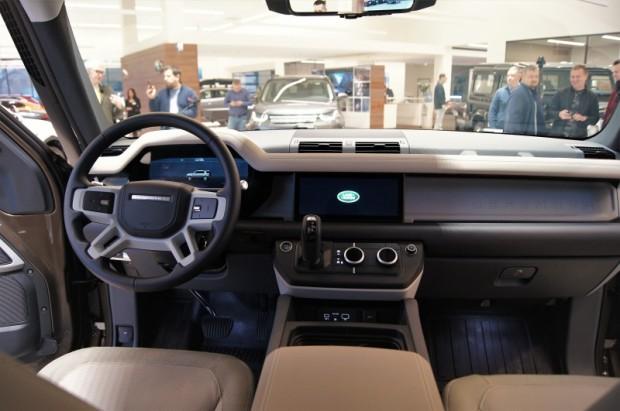 12-Land Rover Defender