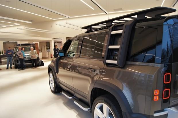 18-Land Rover Defender
