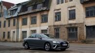 A4  piemīt klasiskas formas un sedana virsbūves proporcijas neliek minēt sedans vai liftbeks.