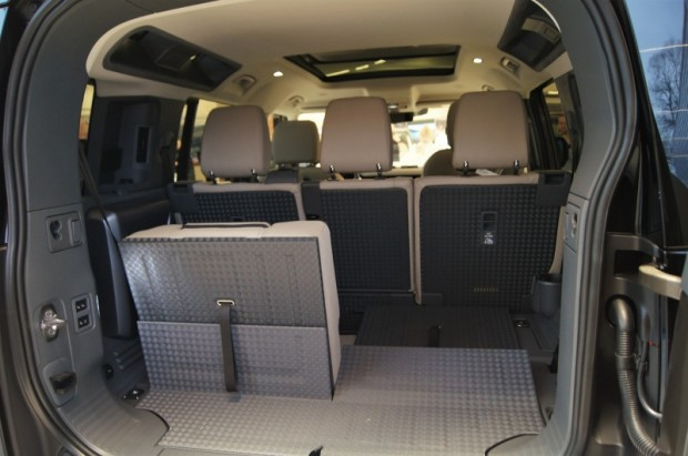 5-Land Rover Defender