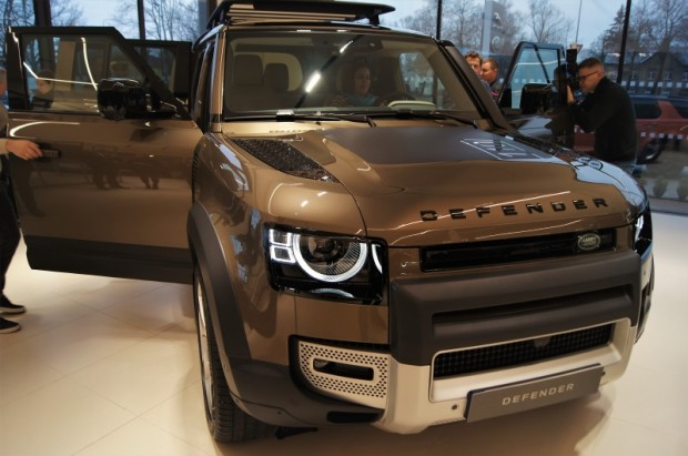 9-Land Rover Defender