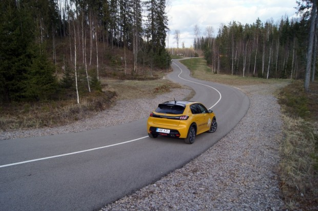 31-Peugeot 208