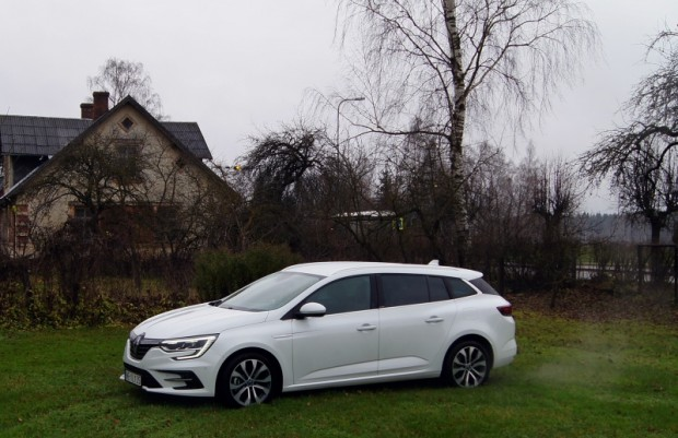 18-Renault Megane E-TECH