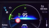 """Informatīvais displejs rāda, ka brīžiem pat uz šosejas """"Clio E-TECH"""" elektronika to pārslēdz tikai uz kustību elektrorežīmā"""