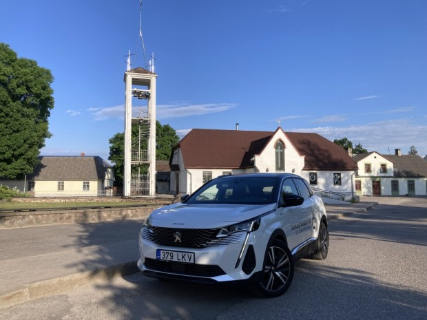 21-Peugeot 3008 Hybrid4
