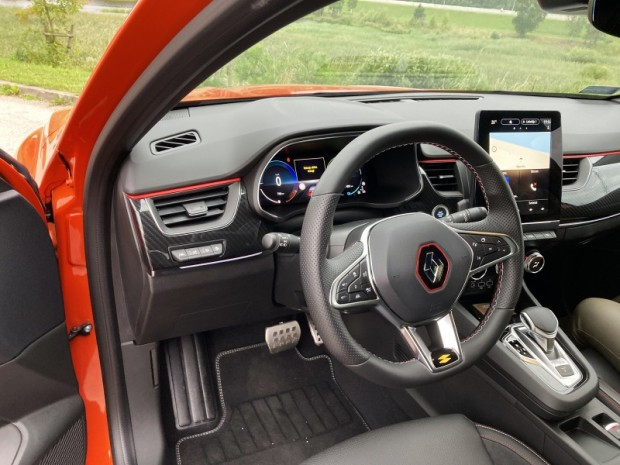 12-Renault Arkana E-TECH Hybrid